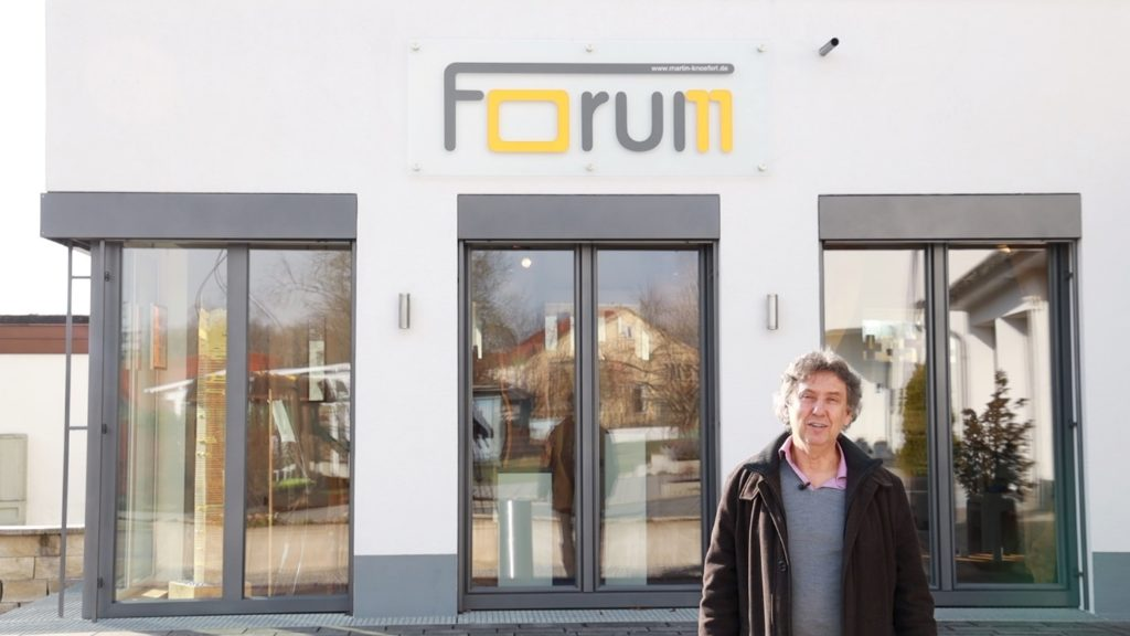 Martin Knöferl vor dem forum11